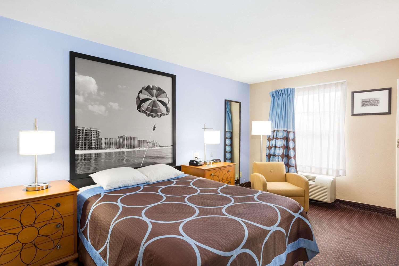 Room - Super 8 Hotel Foley