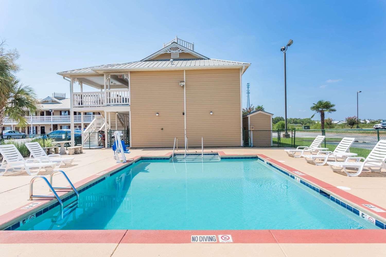 Pool - Super 8 Hotel Foley