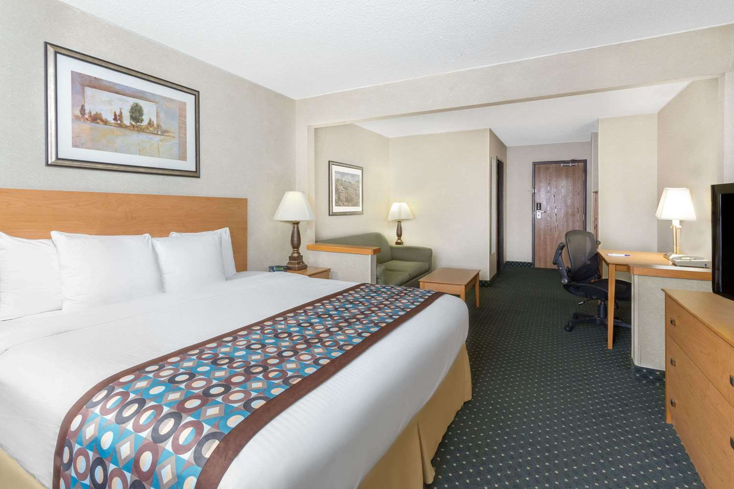 Room - Baymont Inn & Suites Waterloo