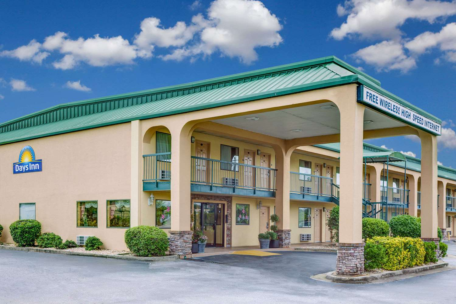 Exterior view - Days Inn I-475 Macon