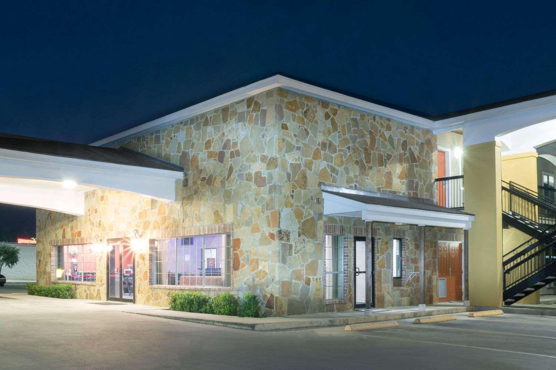 Exterior view - Super 8 Hotel Northeast San Antonio