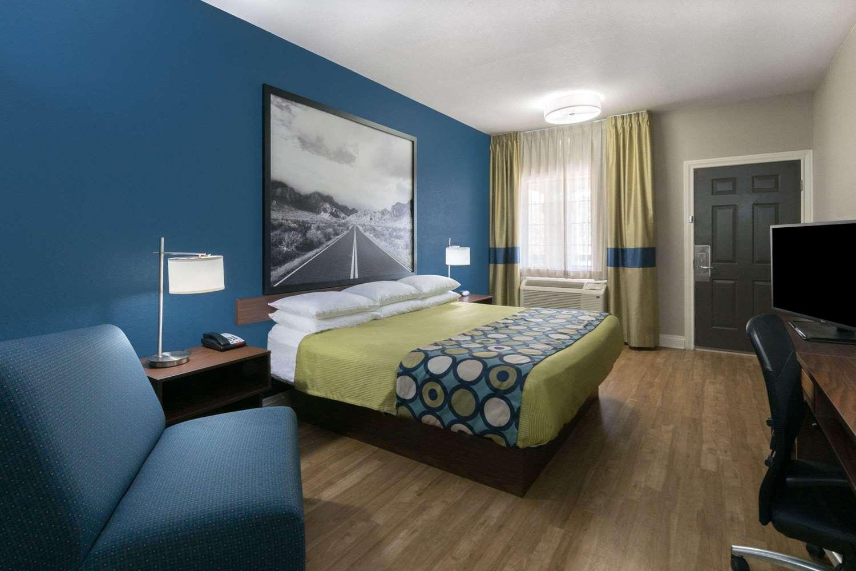 Room - Super 8 Hotel Northeast San Antonio