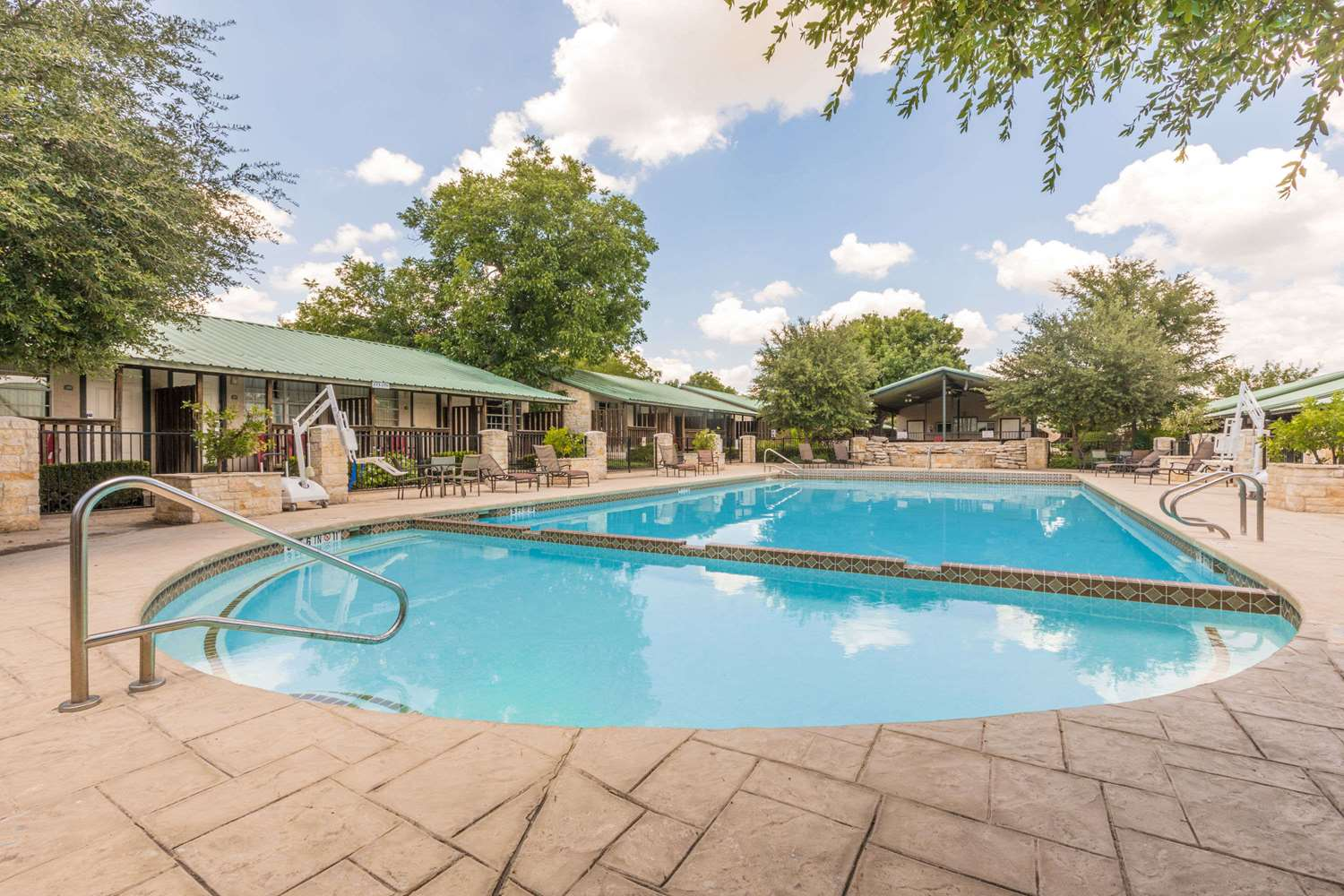 Pool - Travelodge Inn & Suites Airport San Antonio