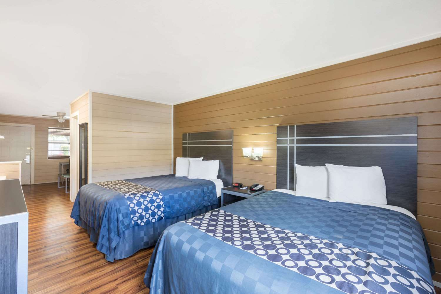 Room - Travelodge Inn & Suites Airport San Antonio