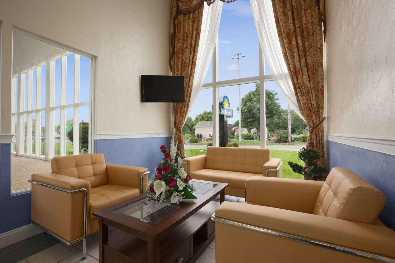 Lobby - Days Inn West Yarmouth