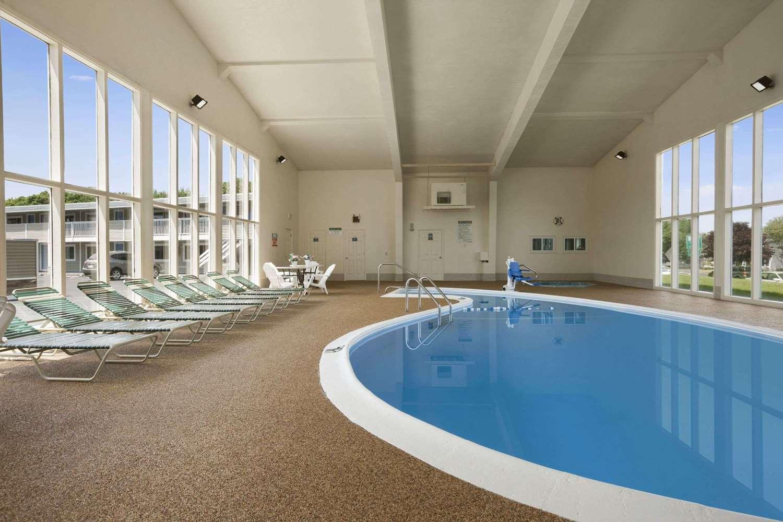 Pool - Days Inn West Yarmouth