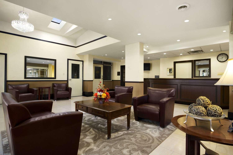 Lobby - Super 8 Hotel Brockville