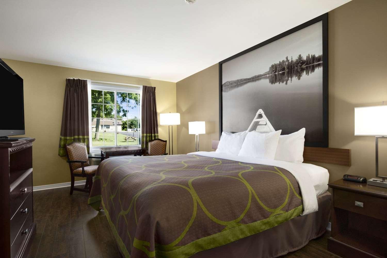 Room - Super 8 Hotel Brockville