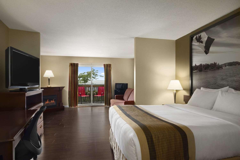 Suite - Super 8 Hotel Brockville