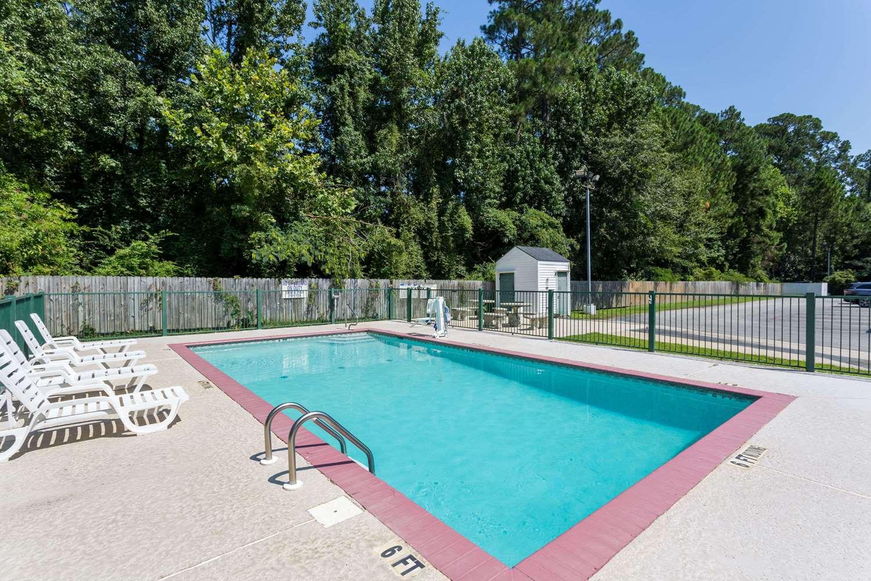 Pool - Super 8 Hotel Statesboro
