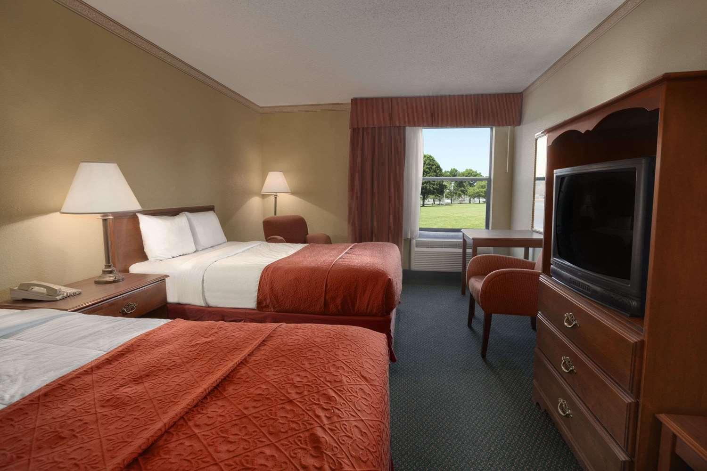 Room - Days Inn & Suites Kinder