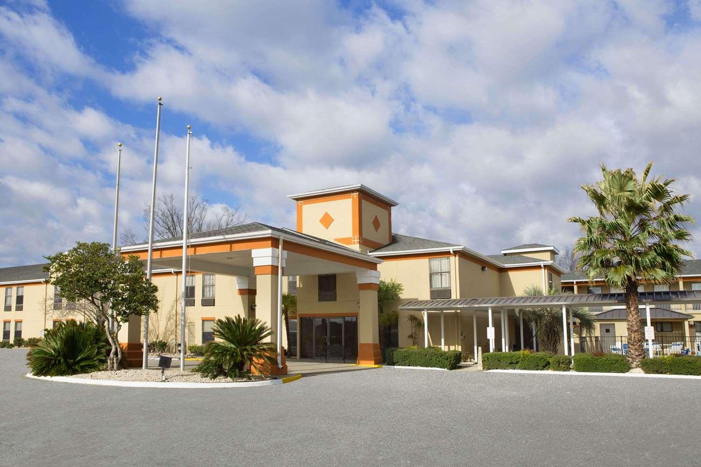 Exterior view - Days Inn & Suites Kinder