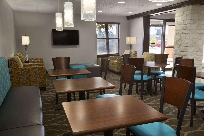 Lobby - Days Inn & Suites Kinder