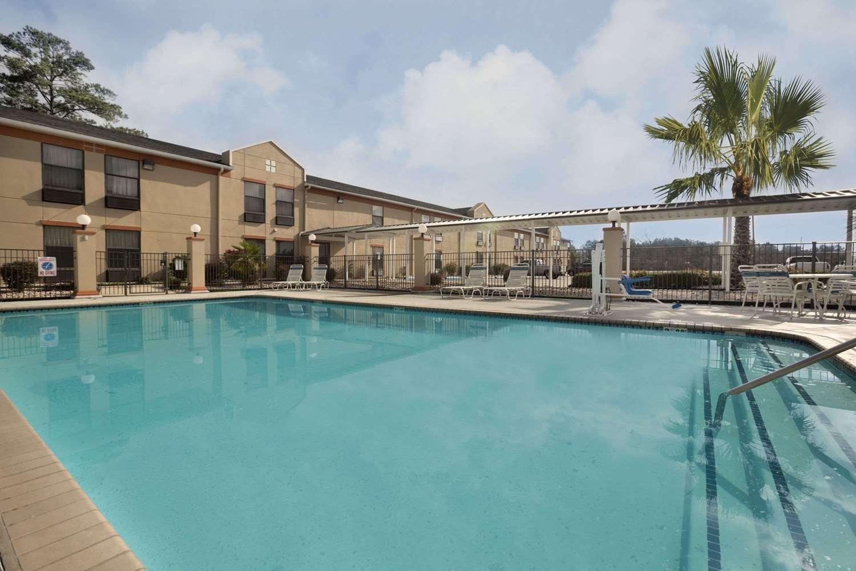 Pool - Days Inn & Suites Kinder