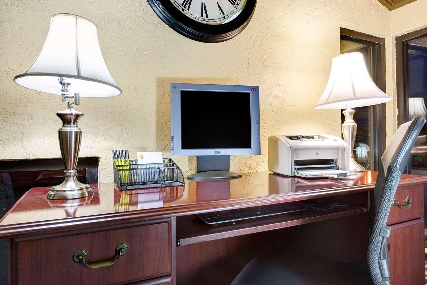 Conference Area - Super 8 Hotel Hutchinson