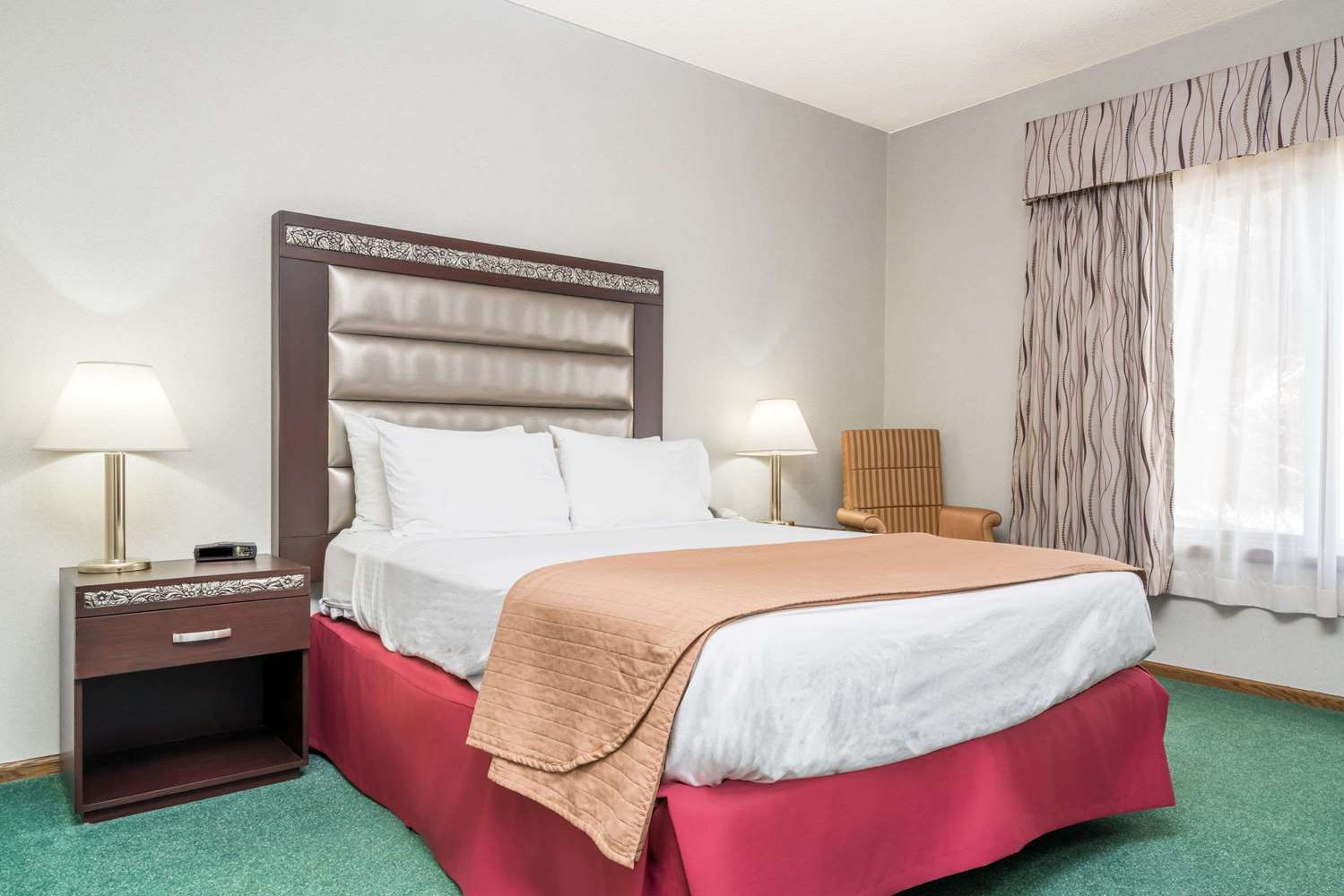 Room - Days Inn Hutchinson