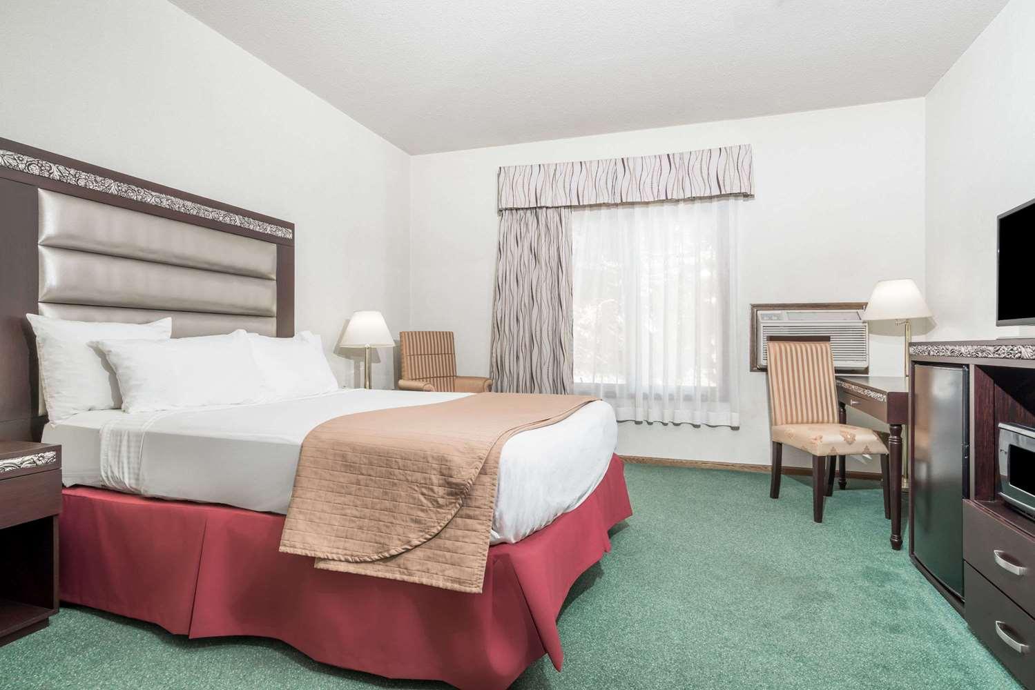Suite - Days Inn Hutchinson