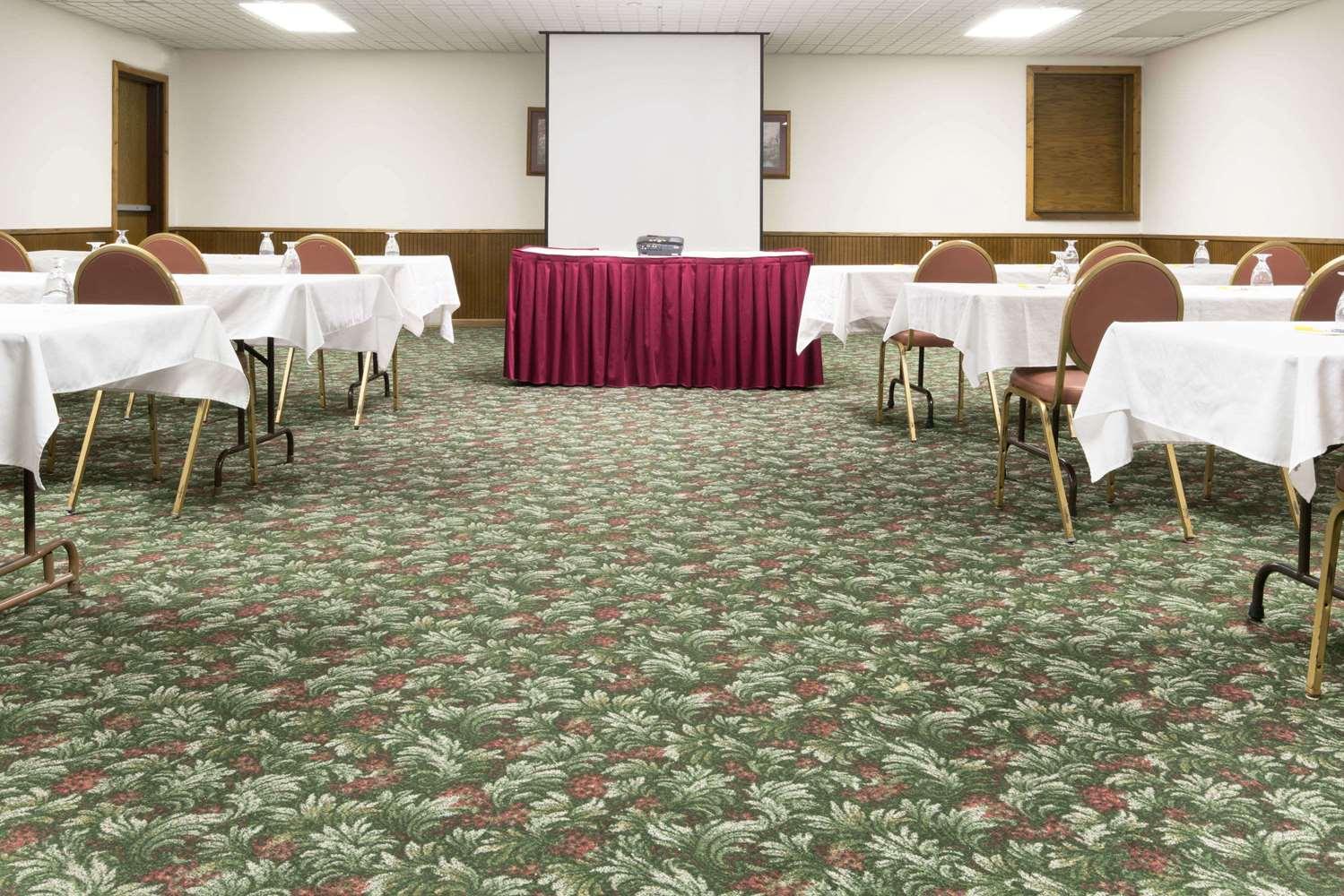 Meeting Facilities - Days Inn Hutchinson