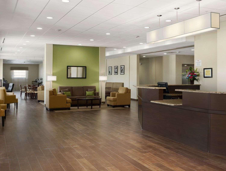 Lobby - Baymont Inn & Suites Cotulla
