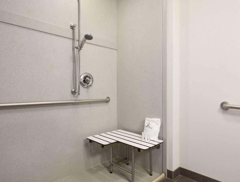 Room - Baymont Inn & Suites Cotulla