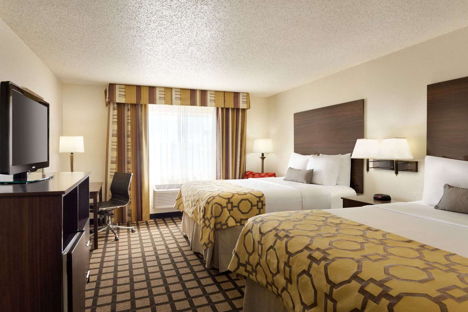 Room - Baymont Inn & Suites Salina