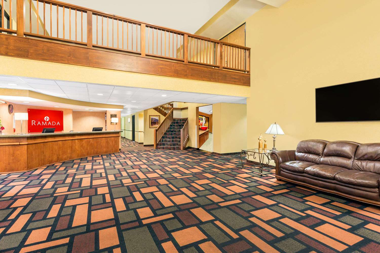 Lobby - Ramada Hotel Kent