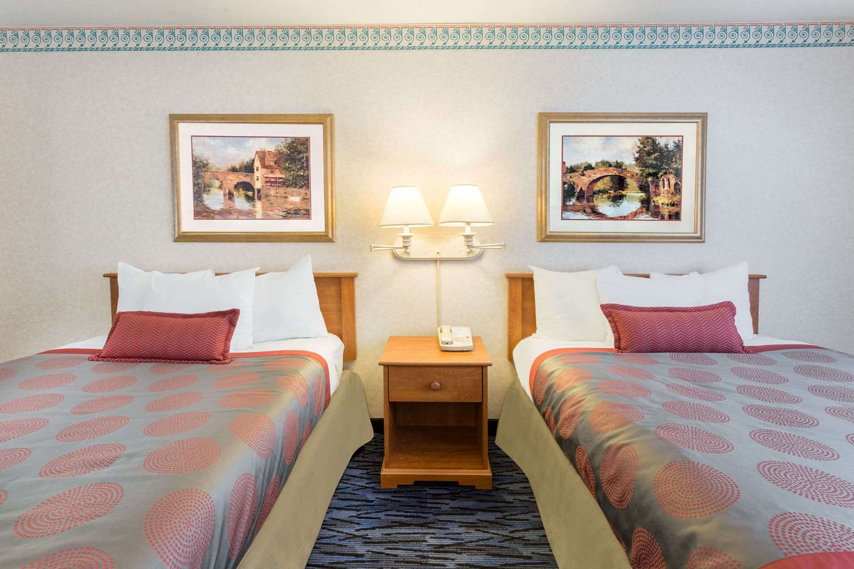 Room - Ramada Hotel Kent