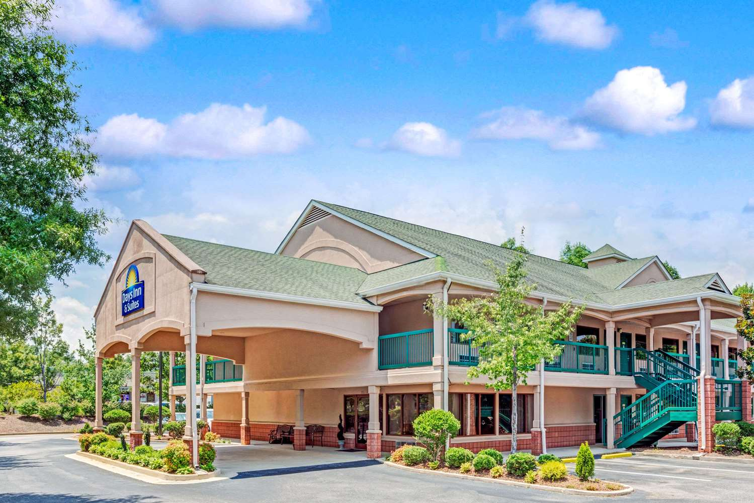 Exterior view - Days Inn & Suites Peachtree City