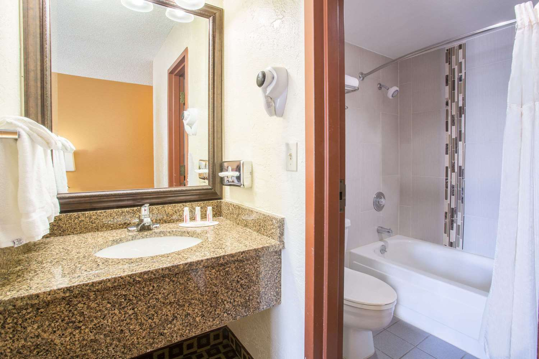 Room - Baymont Inn & Suites Frisco