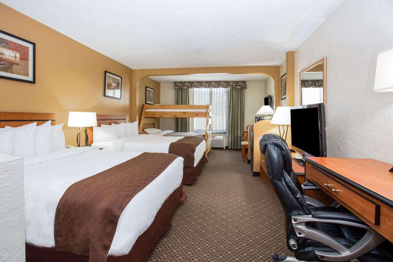 Suite - Baymont Inn & Suites Frisco