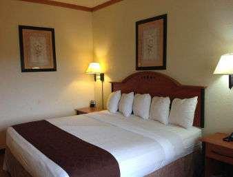 Room - Baymont Inn & Suites Hinesville