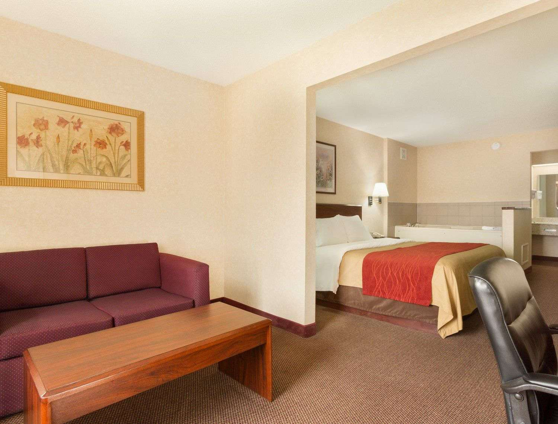 Suite - Baymont Inn & Suites Gallatin