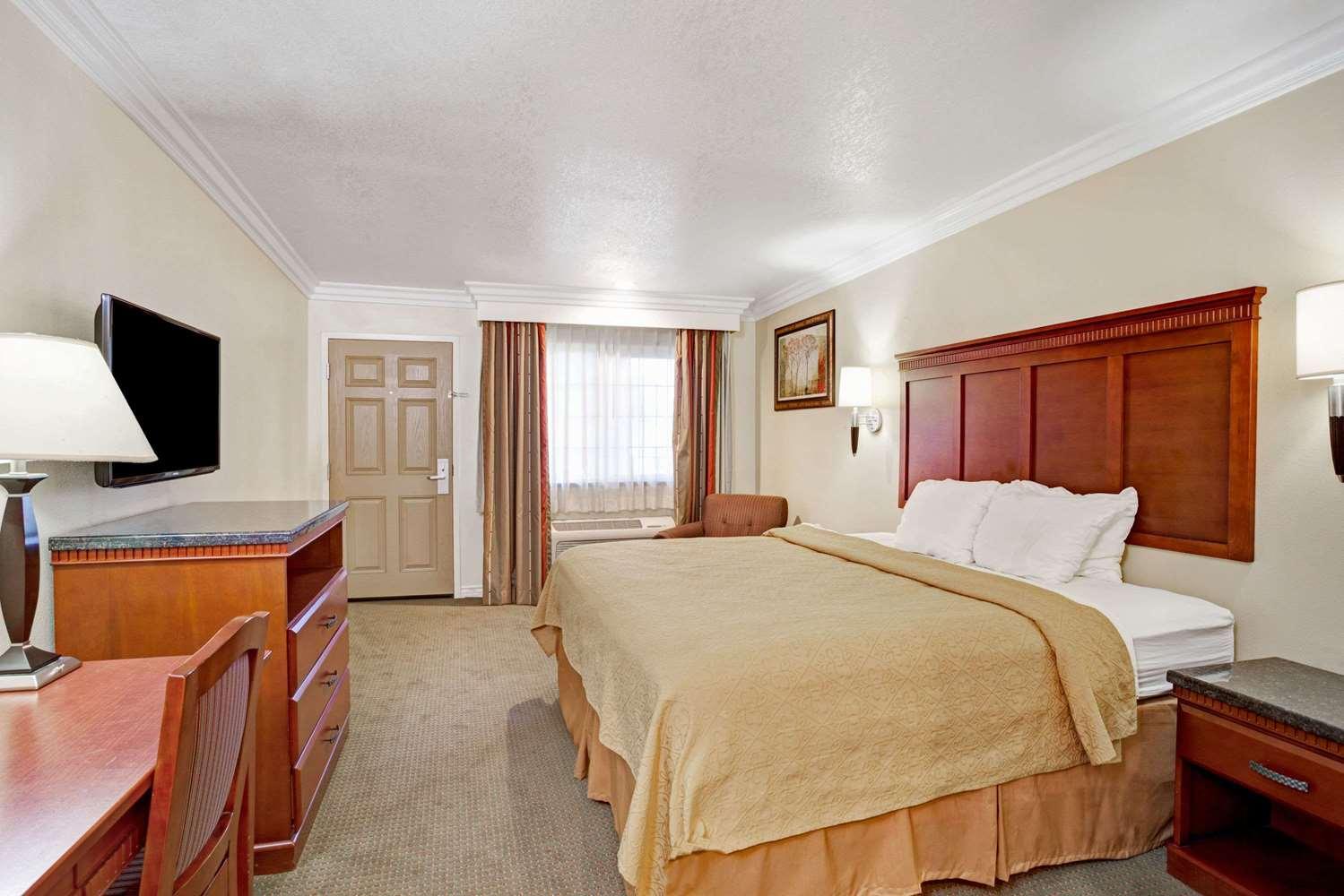 Room - Super 8 Motel Cypress