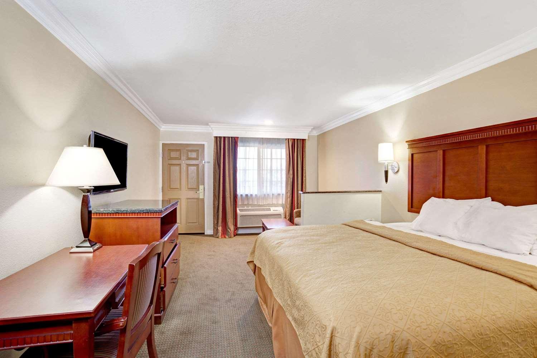 Suite - Super 8 Motel Cypress