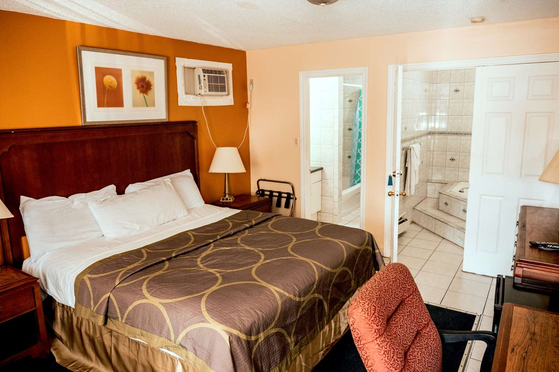 Room - Knights Inn Burlington