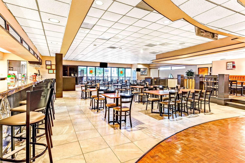Restaurant - Wyndham Hotel DTW Airport Romulus