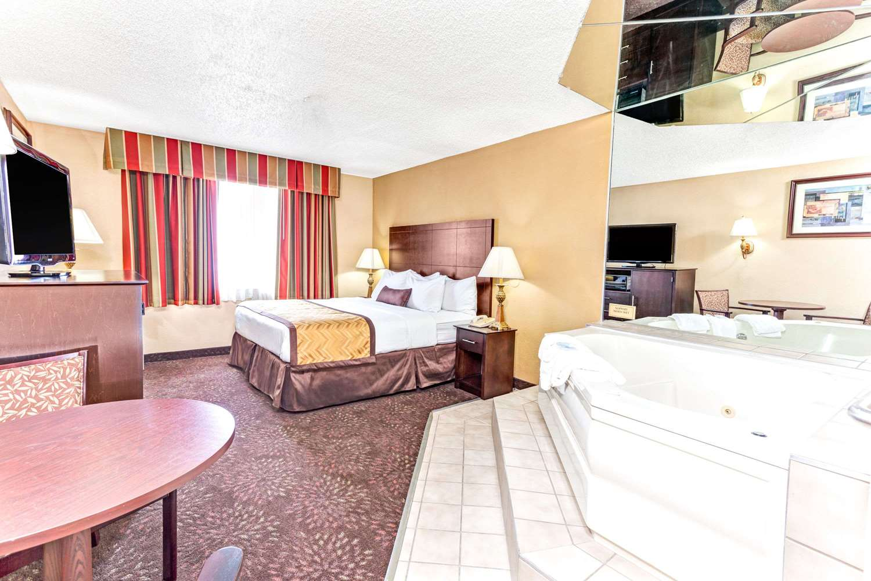 Suite - Wyndham Hotel DTW Airport Romulus