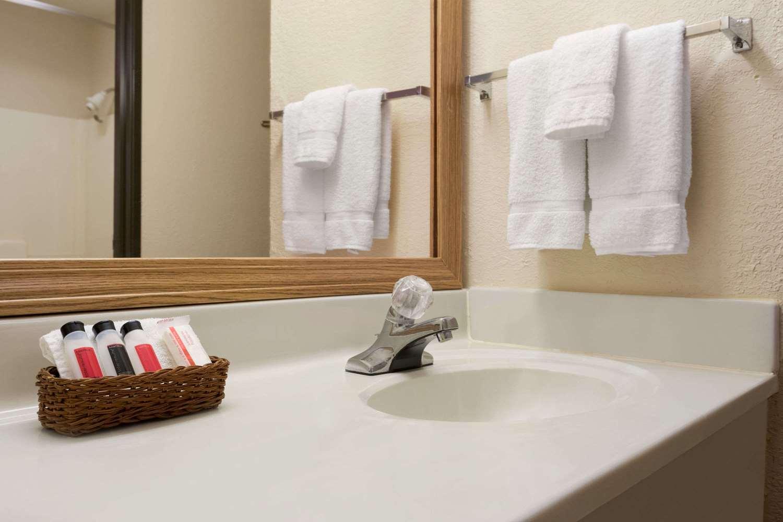 Room - Baymont Inn & Suites Logan