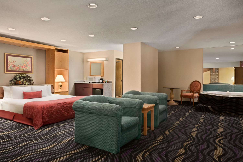 Suite - Baymont Inn & Suites Logan