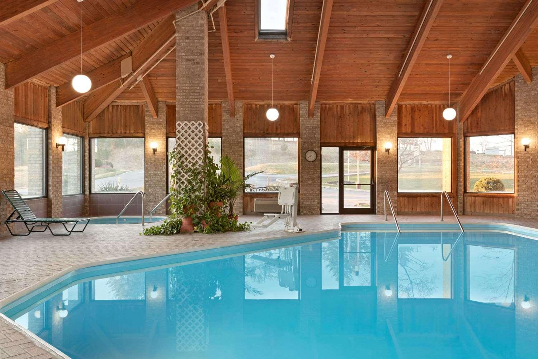 Pool - Baymont Inn & Suites Logan