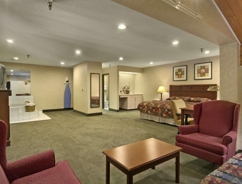 Suite - Baymont Inn & Suites Tuscola