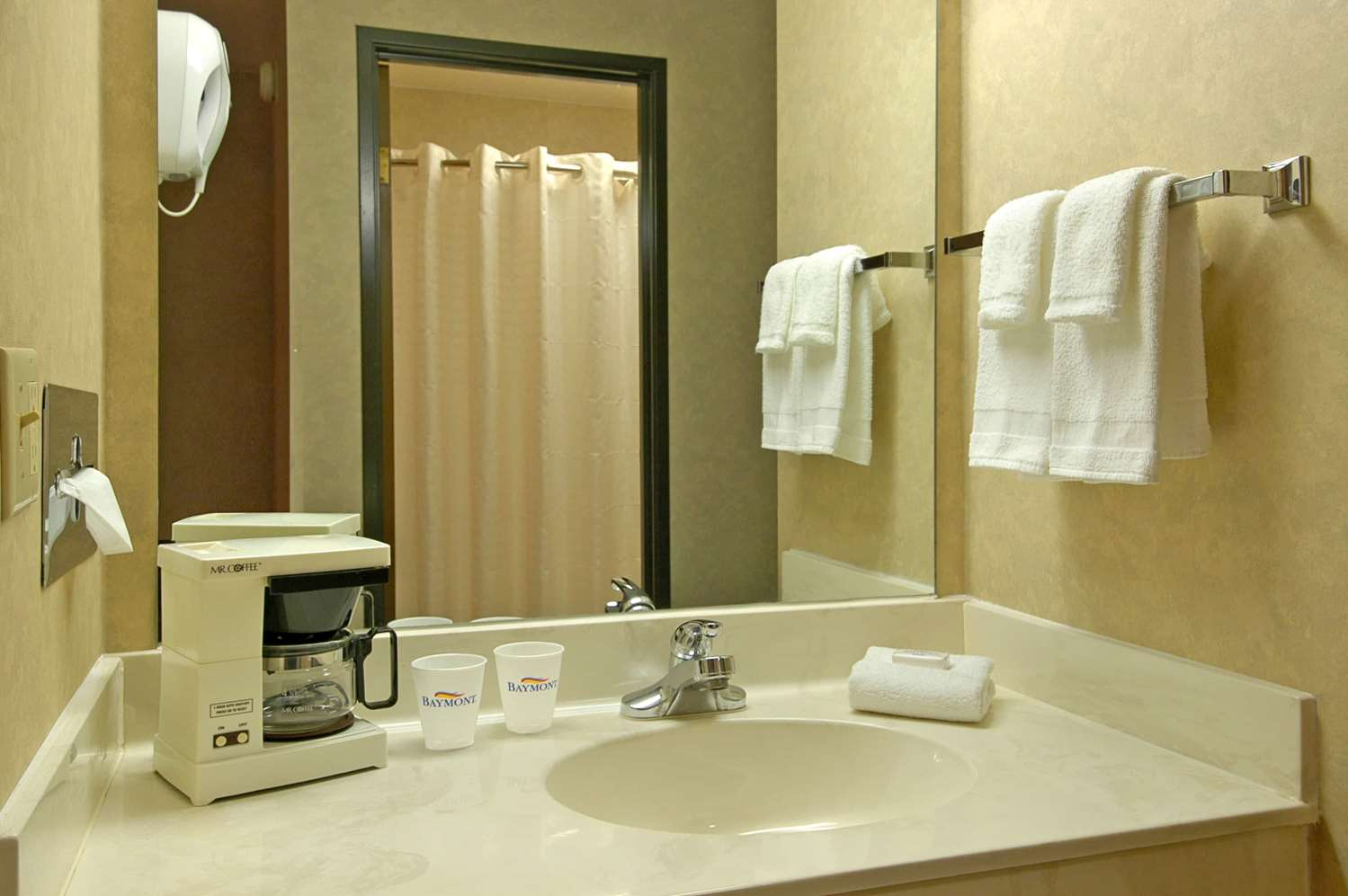Room - Baymont Inn & Suites Tuscola