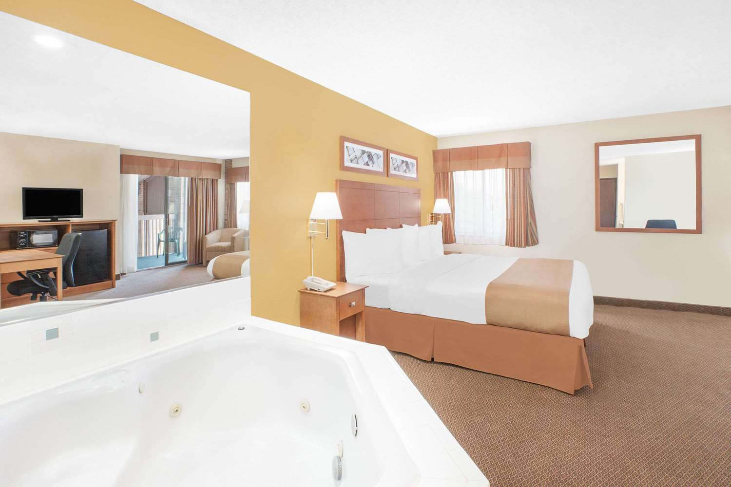 Suite - Baymont Inn & Suites Port Huron Kimball Township