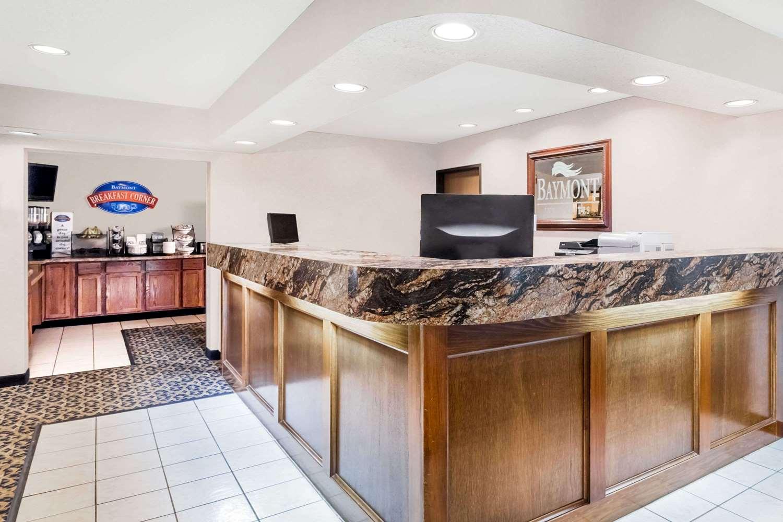 Lobby - Baymont Inn & Suites Le Mars