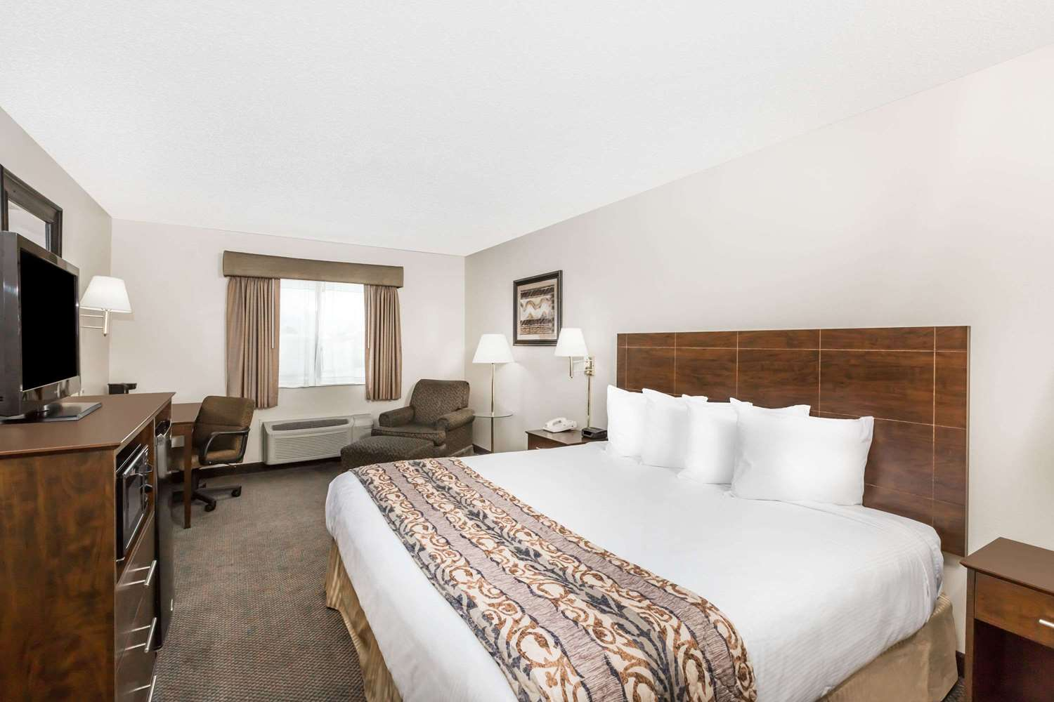 Room - Baymont Inn & Suites Le Mars