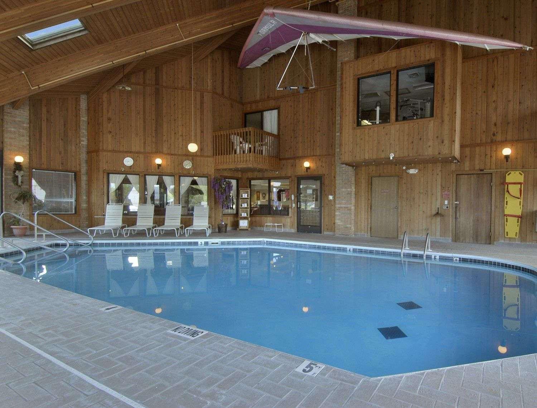 Pool - Baymont Inn & Suites Whitewater