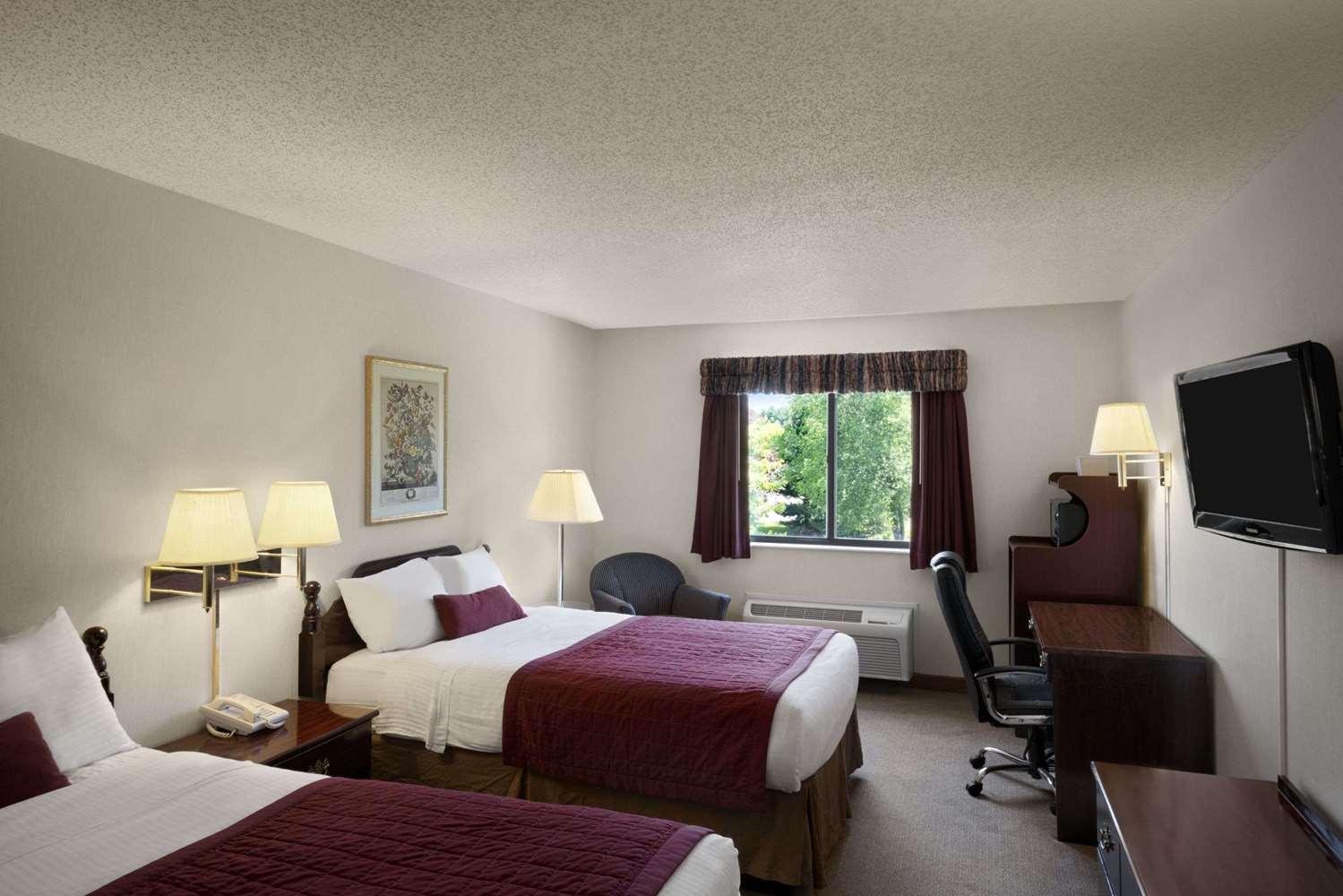 Room - Baymont Inn & Suites Whitewater