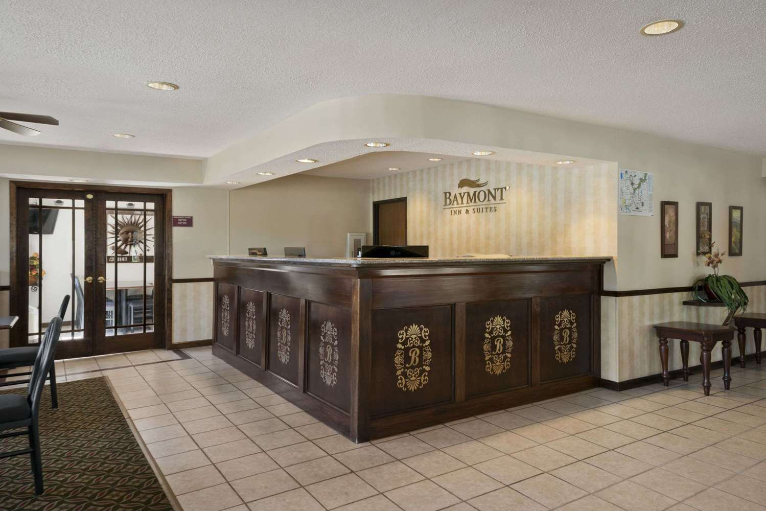 Lobby - Baymont Inn & Suites Whitewater