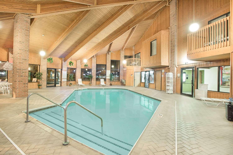 Pool - Baymont Inn & Suites Boone