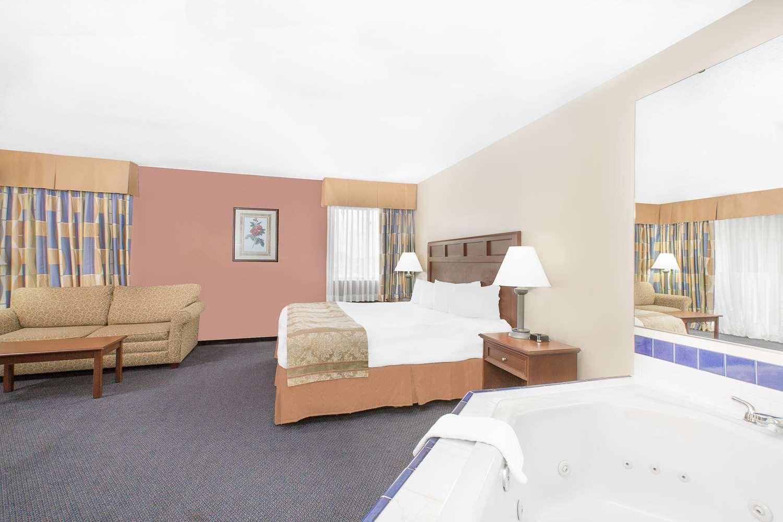 Room - Baymont Inn & Suites Boone